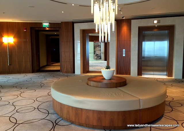 JW Marriott Marquis Dubai lobby