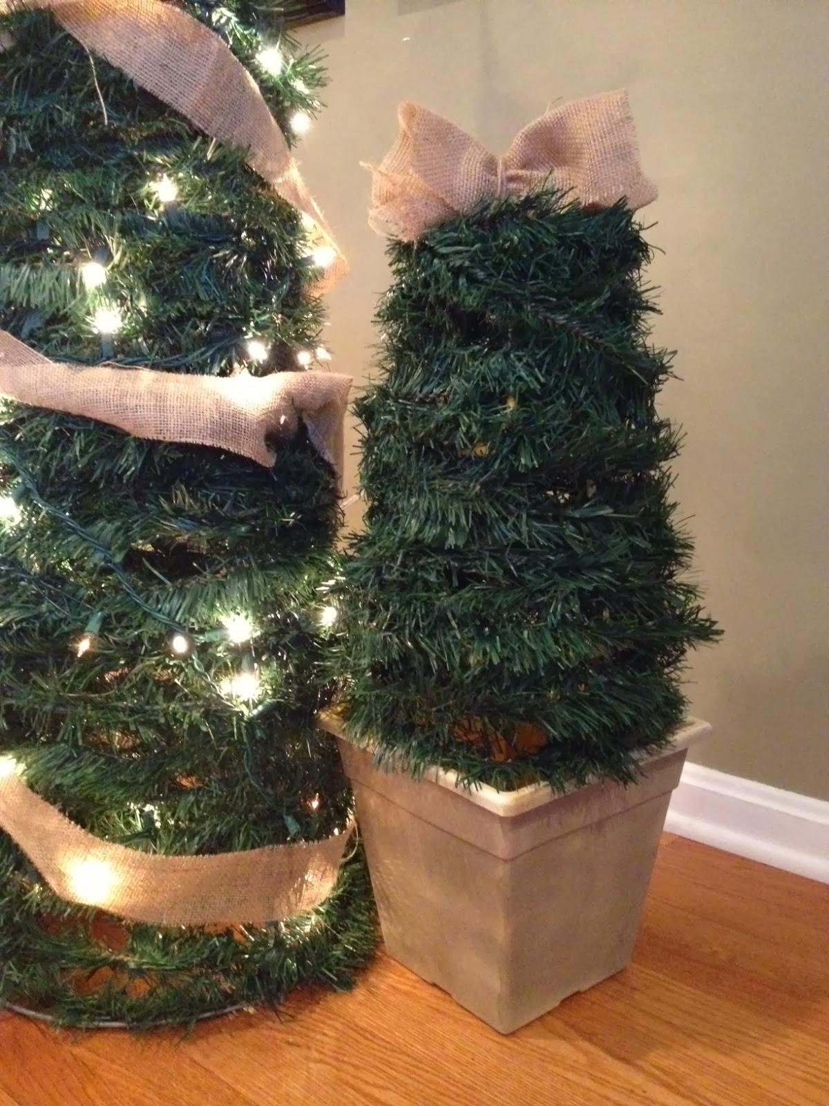 Large DIY Outdoor Christmas Trees from Tomato Cages & Two It Yourself: Large DIY Outdoor Christmas Trees from Tomato Cages