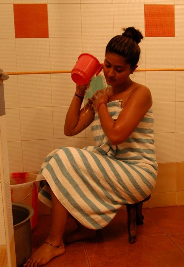 Hot Indian Photo Sneha Hot Wet Bathing Scene