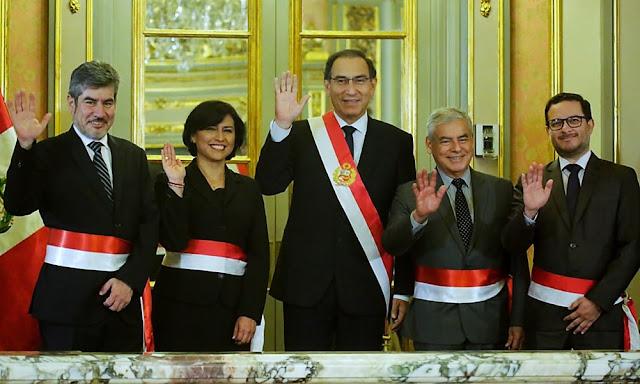 El presidente Martín Vizcarra juramentó esta tarde a los nuevos ministros de Trabajo y Promoción del Empleo; Comercio Exterior y Turismo; y de Cultura durante una ceremonia realizada en el Salón Dorado de Palacio de Gobierno.