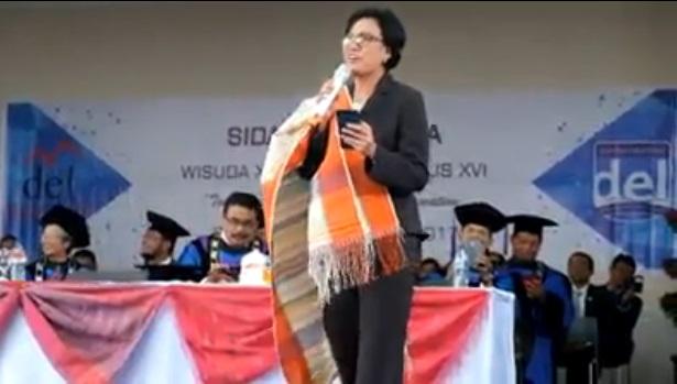 """Wow! Menteri Keuangan Sri Mulyani Nyanyi Lagu Batak """"Sai Anju Ma Ahu"""" di Laguboti"""