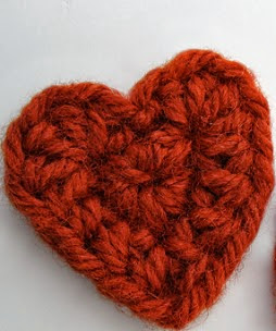 http://translate.google.es/translate?hl=es&sl=en&tl=es&u=http%3A%2F%2Fwww.kundhi.com%2Fblog%2F2010%2F01%2F22%2Ftiny-crochet-heart-pattern%2F