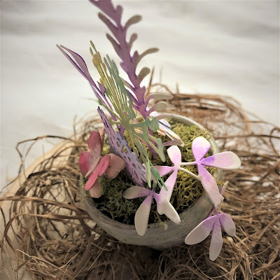Sara Emily Barker https://sarascloset1.blogspot.com/2019/03/tiny-easter-table-decor.html Easter Table Decor Tim Holtz Sizzix Wildflower Stems Springtime Side-Order 5