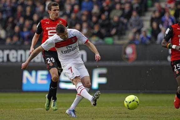 Paris Saint-Germain player Jérémy Ménez scores the opening goal against Rennes