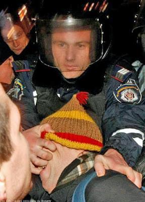 Gewalttätiger Polizist lustig Menschen Bilder - Demonstration