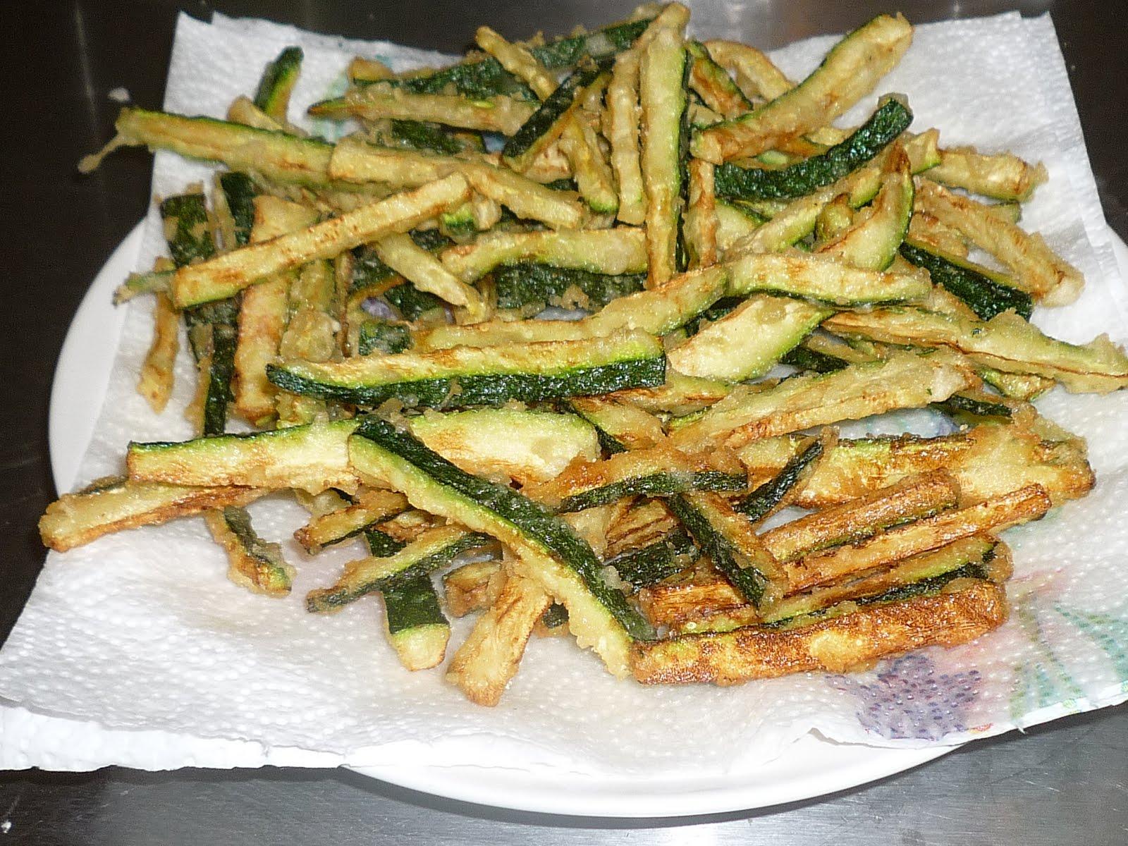 Due teste e quattro fornelli zucchine a bastoncino fritte for Cucinare le zucchine
