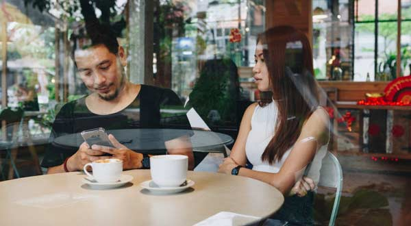 Kenali 11 Tanda Cowok Kamu Sudah Mulai Bosan Menjalin Hubungan