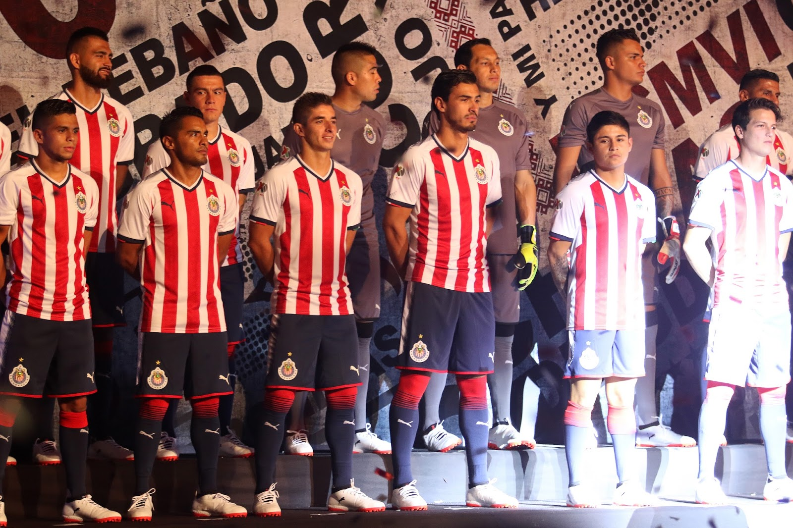 La nueva playera se presentó en una ceremonia en el Estadio Chivas.