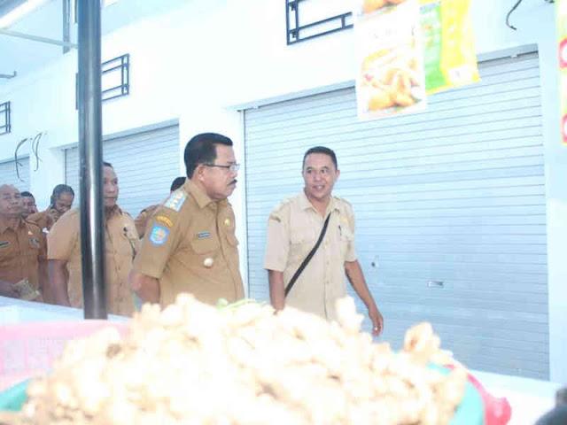 Kunjungi Pasar Piru, Yasin Payapo Pantau Kios Kosong