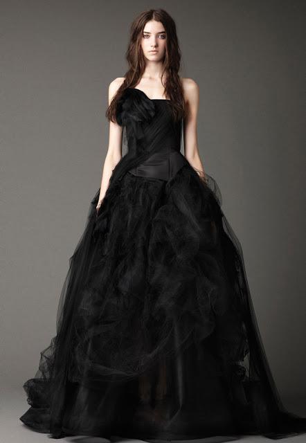 Vestido de novia negro - Foto: www.weddingelation.com