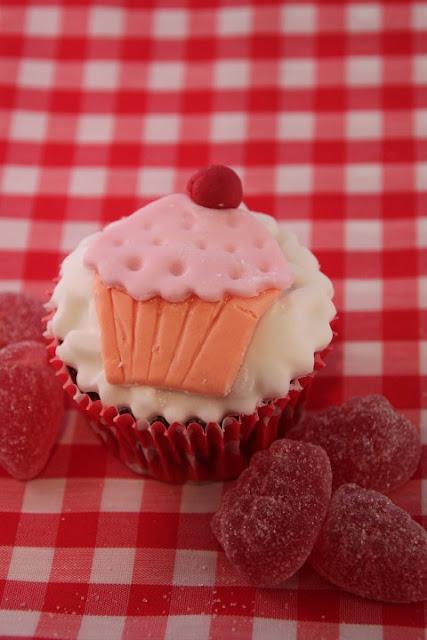cupcakes-de-chocolate, cupcakes-de-fondant, chocolate-cupcakes