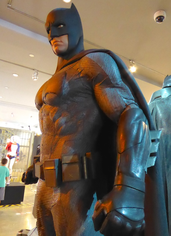 Dawn of Justice Batman costume & Hollywood Movie Costumes and Props: Ben Afflecku0027s Grey Batsuit from ...