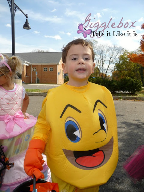 how to make a Peanuts theme for trunk-or-treat, creating the pumpkin patch from It's the Great Pumpkin Charlie Brown for a trunk-or-treat theme,
