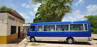 Bus local (guagua) Sur la route de Barahona en République Dominicaine