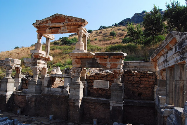 la belle fontaine de Trajan