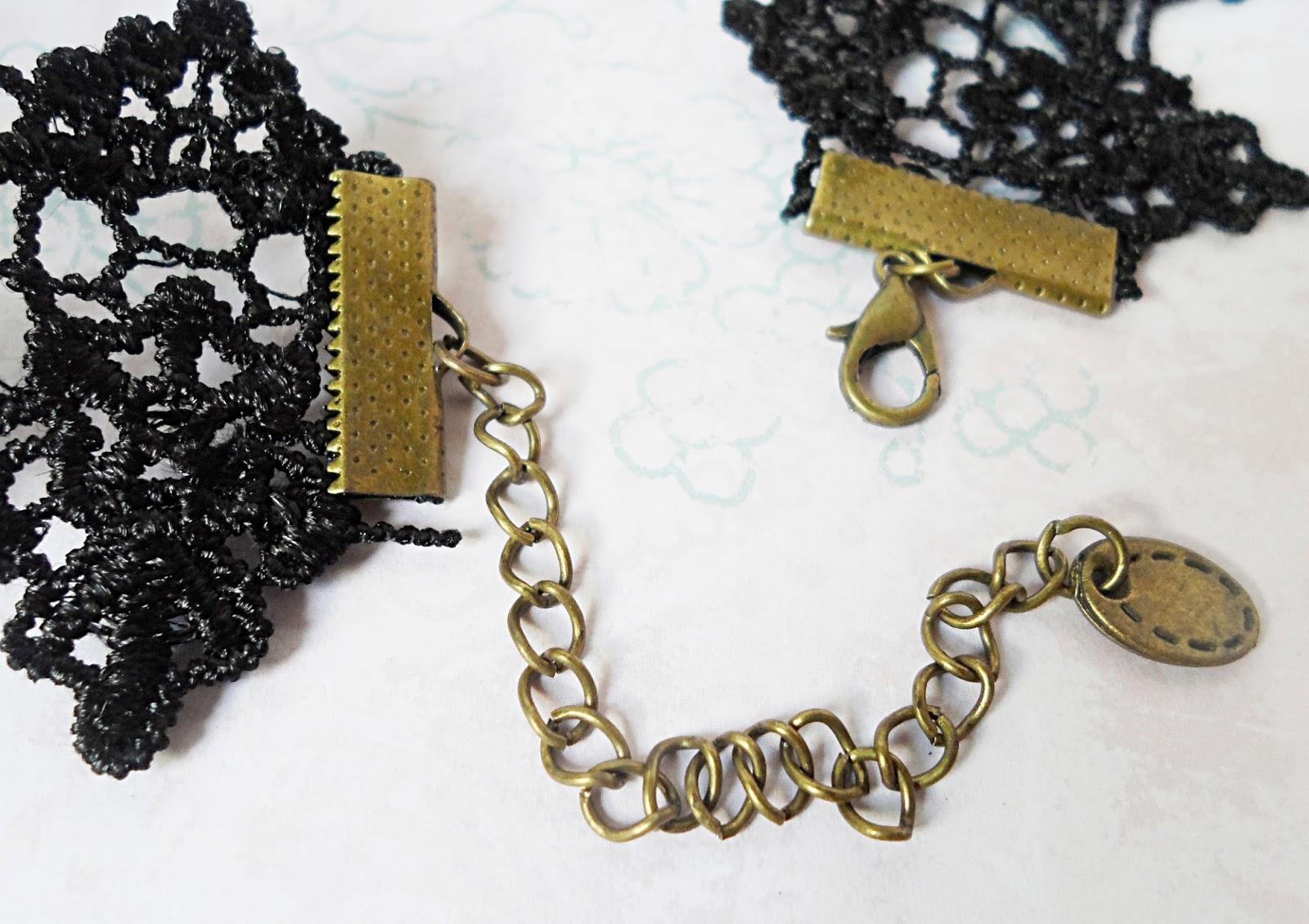 beauty fashion blogger liz breygel gothic jewelry lace chocker review