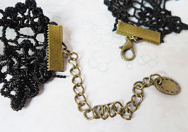 beauty fashion blogger liz breygel gothic jewelry lace chocker review
