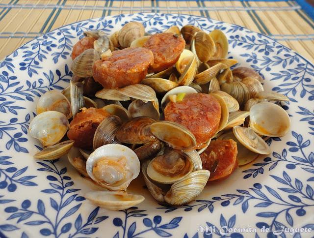 Almejas con Chorizo a la Sidra