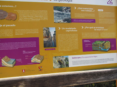 Carteles informativos por la ruta interpretativa  de Montfalcó