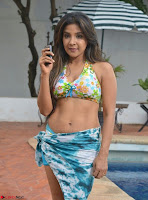 Actress Sakshi Agarwal in Tamil movie Jeyikkira Kuthira 002.jpg