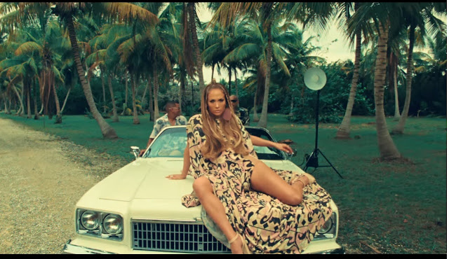 Still Image of Jennifer Lopez from the music video of her Spanish song 'Ni Tú Ni Yo'