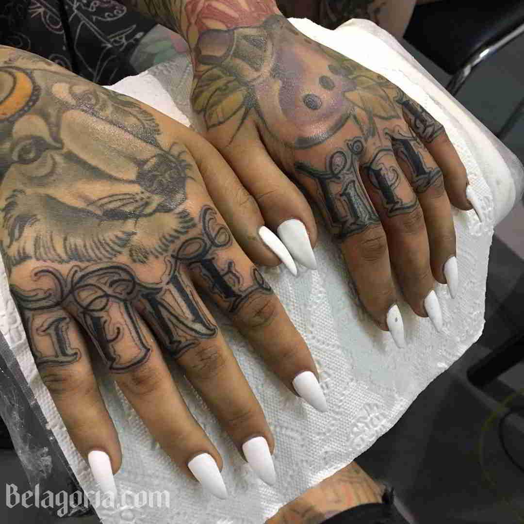 Un tatuaje new School para mujer muy colorido
