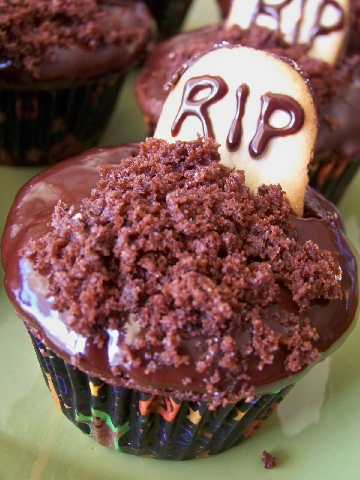 Dark Chocolate Cupcakes with Chocolate Dip Frosting | kids and my . : chocolate cupcake decorating ideas - www.pureclipart.com