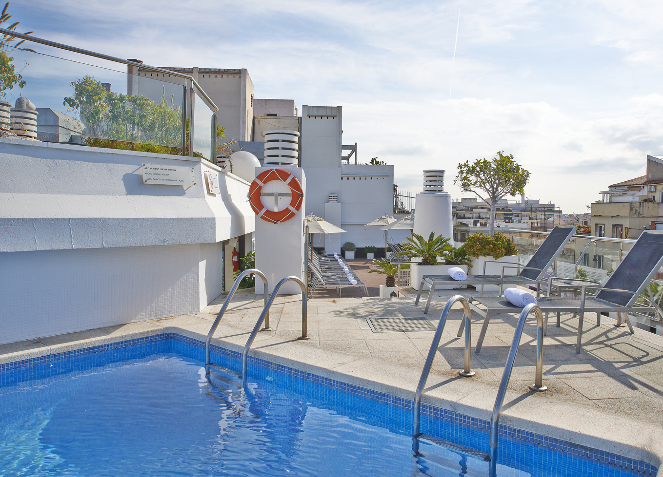 luxury hotel with rooftop pool in heart of barcelona