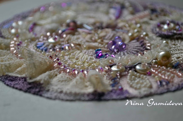 вышивка декоративными швами с использованием бисера