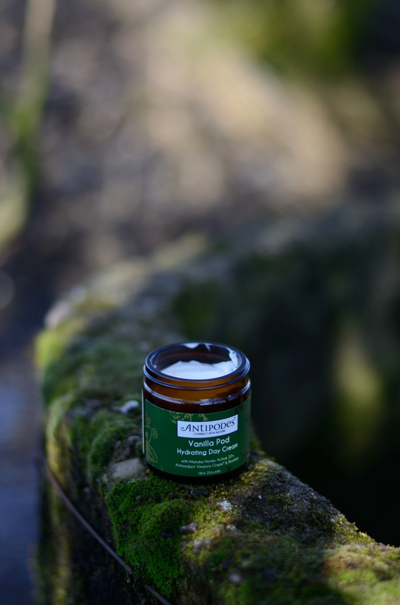 Cytrusowa wanilia i (za) mocna dawka nawilżenia | Antipodes Vanilla Pod Hydrating Day Cream