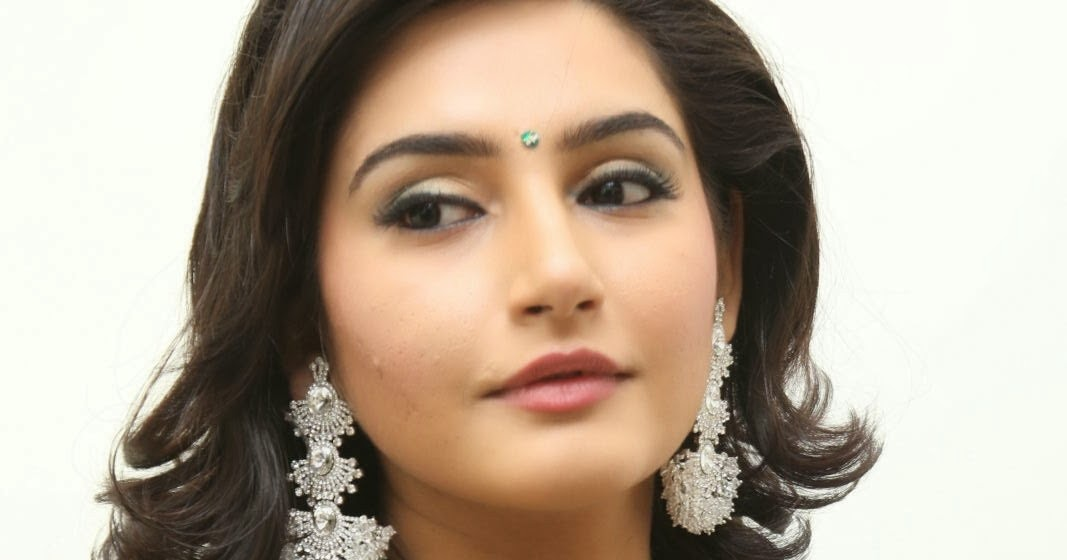 Ragini Dwivedi Profile,Ragini Dwivedi family | Celebrity ...