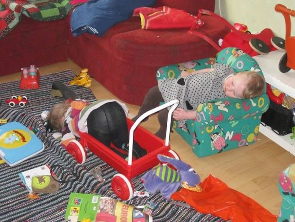 15+ Hilarious Pics That Prove Kids Can Sleep Anywhere - Napping While Playing