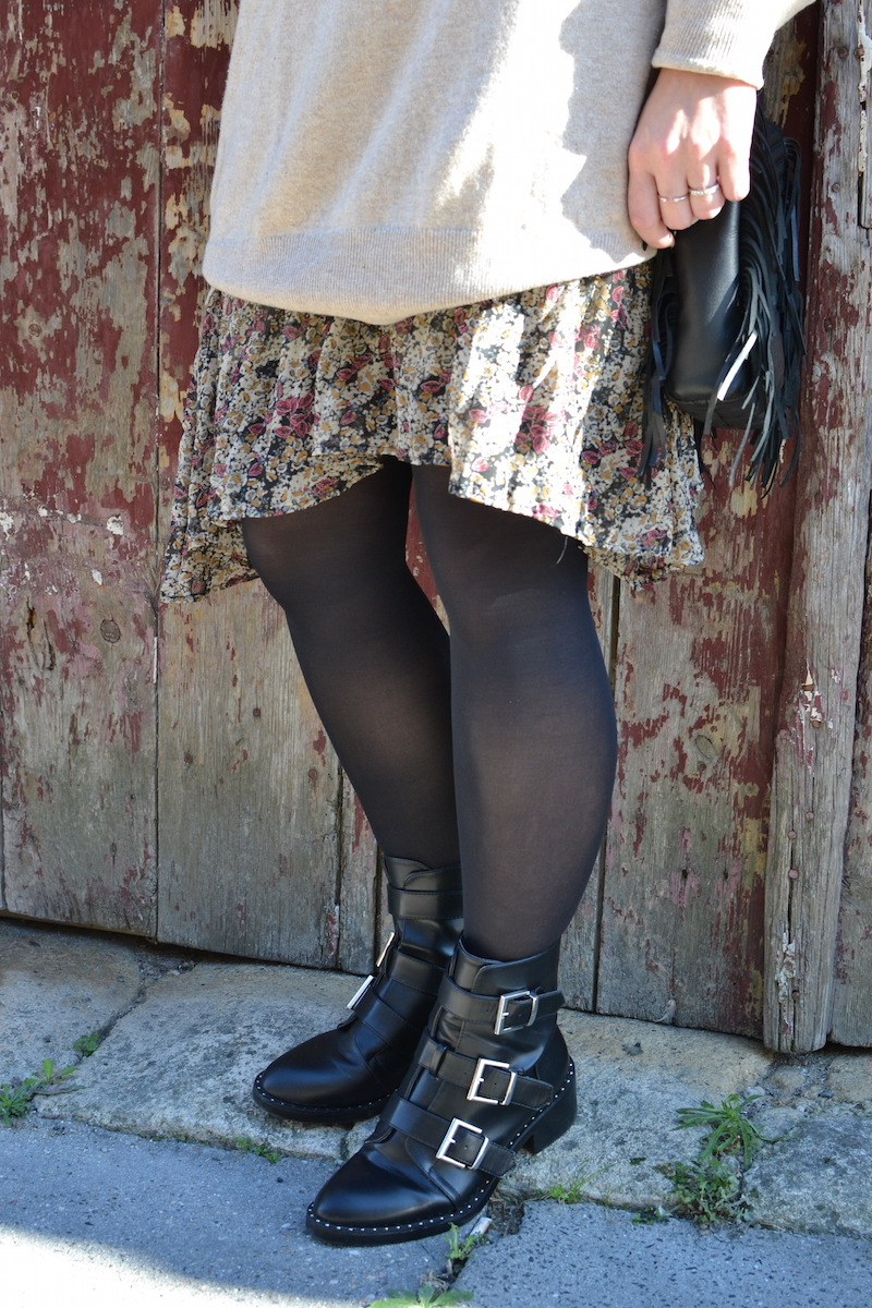 bottines noires à clous Pimkie, collant noir et robe fleuri Zara