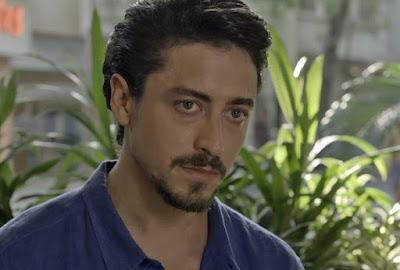 Jerônimo (Jesuíta Barbosa) está cansado de ser humilhado pelos Ferreira Lima e cogita a possibilidade de abrir o bico sobre a morte de Nicole (Bárbara França), em 'Verão 90' — Foto: TV Globo