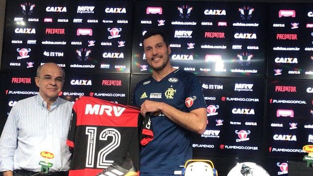 """Julio Cesar volta ao Flamengo com contrato de 3 meses: """"Vontade de ser campeão"""""""