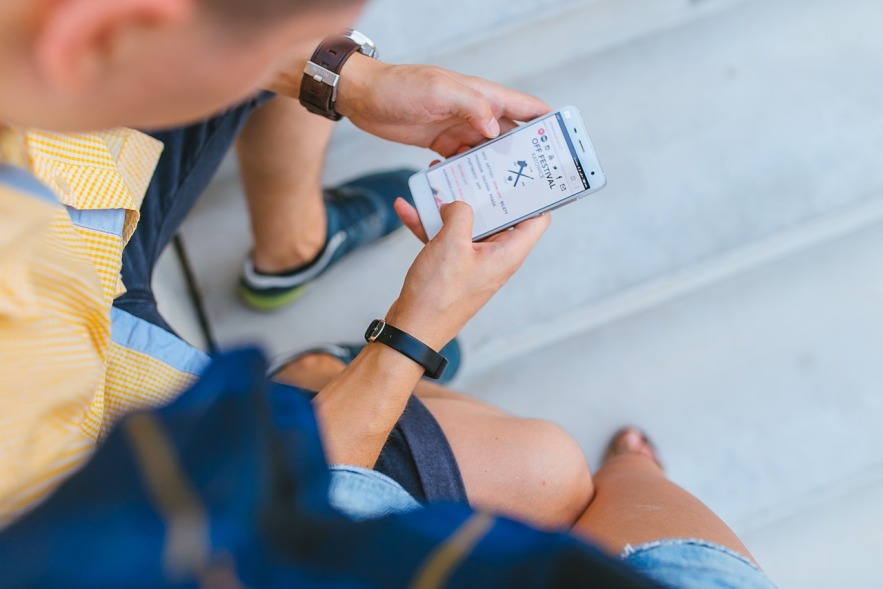 16 Alasan Mengapa Dia Tidak Membalas SMS dan Chat Kamu