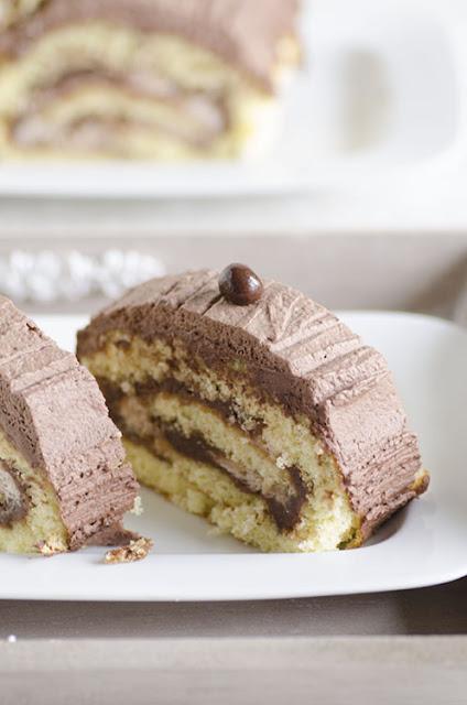 Rotolo con crema di castagne, panna e cacao