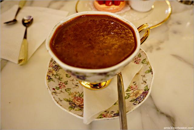 Taza de Chocolate Caliente de MarieBelle en Nueva York
