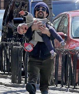 Cargando a bebé