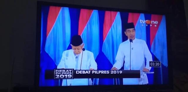 Posisi Jokowi Dan Maruf Amin Tertukar?