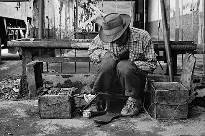 [Cerita Hikmah] Pelajaran dari Tukang Sol Sepatu