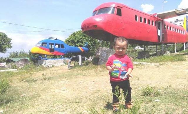 Melihat Replika Pesawat Wisata di Palu