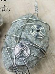 http://123manualidades.com/souvenirs-de-rocas-y-alambres/1337/