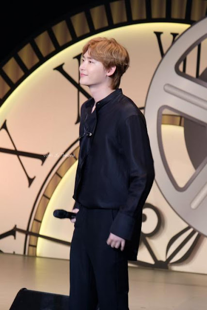 Lee Jong Suk Cried During Fan Meeting In Japan Daily K