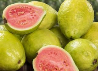 Jambu biji , mengandung vitamin c