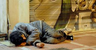 Θεσσαλονίκη: Άφηνε έναν άστεγο να κοιμάται στην καφετέριά του. Αυτό που ακολούθησε ήταν εκπληκτικό!
