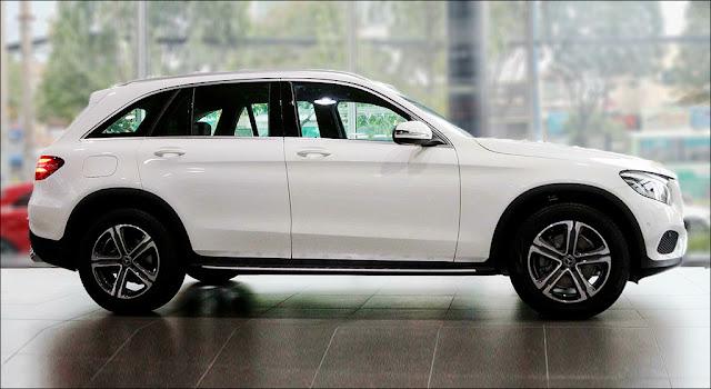 Hông xe Mercedes GLC 200 2019 thiết kế mềm mại đi cùng với đó là bộ Mâm xe 18-inch 5 chấu