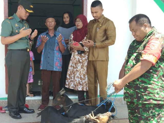 Bambang Sugiyarta Salurkan Hewan Kurban ke Masjid Nur Huda Tafure