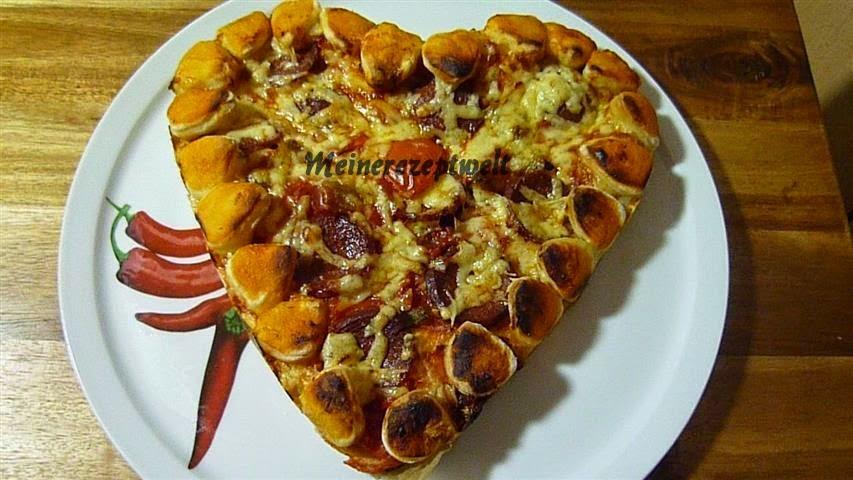 meine rezeptwelt pizza in herzform f r valentinstag kalp seklinde pizza. Black Bedroom Furniture Sets. Home Design Ideas