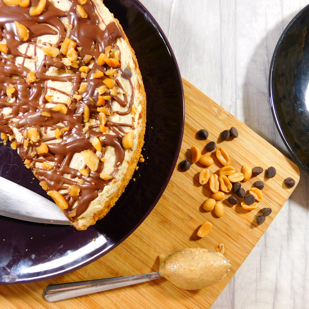 Scrumptious, delicious, (almost) no bake chocolate peanutbutter cheesecake